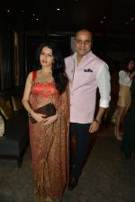 Bhagyashree at Nishka and Dhruv_s wedding bash in Mumbai on 31st May 2015 (221)_556c4f8d2aa27.JPG