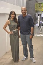Sunita Gowariker, Ashutosh Gowariker at Nishka and Dhruv_s wedding bash in Mumbai on 31st May 2015 (66)_556c4f4710115.JPG