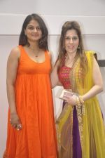 Tejaswini Kolhapure at Nishka and Dhruv_s wedding bash in Mumbai on 31st May 2015 (52)_556c5899a1dea.JPG