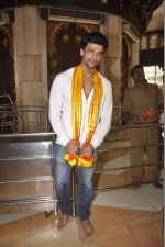 Kushal Tandon visits Siddhivinayak Temple for the Muhurat of her film on 4th June 2015