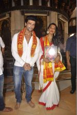 Mugdha Godse, Kushal Tandon visits Siddhivinayak Temple for the Muhurat of her film on 4th June 2015 (25)_557171d12abae.JPG