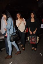 Sridevi, Jhanvi Kapoor, Khushi Kapoor leave for IIFA on 4th June 2015 (21)_55717fc53e24b.JPG