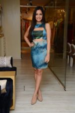 Shazahn Padamsee at Dimple Nahar_s Pre Monsoon pp up at 2Divine with Sonya Vajifdar in 2 Divine Store on 5th June 2015 (10)_5572db7ec47e9.JPG