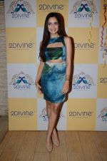 Shazahn Padamsee at Dimple Nahar_s Pre Monsoon pp up at 2Divine with Sonya Vajifdar in 2 Divine Store on 5th June 2015 (3)_5572db7704911.JPG