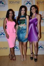 Shazahn Padamsee at Dimple Nahar_s Pre Monsoon pp up at 2Divine with Sonya Vajifdar in 2 Divine Store on 5th June 2015 (5)_5572db79791d2.JPG