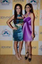 Shazahn Padamsee at Dimple Nahar_s Pre Monsoon pp up at 2Divine with Sonya Vajifdar in 2 Divine Store on 5th June 2015 (6)_5572db7b25b81.JPG