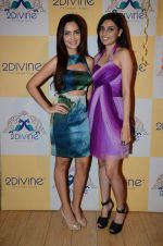 Shazahn Padamsee at Dimple Nahar_s Pre Monsoon pp up at 2Divine with Sonya Vajifdar in 2 Divine Store on 5th June 2015 (7)_5572db7c2306c.JPG