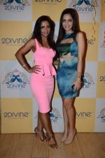 Shazahn Padamsee at Dimple Nahar_s Pre Monsoon pp up at 2Divine with Sonya Vajifdar in 2 Divine Store on 5th June 2015 (8)_5572db7d14708.JPG