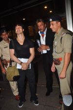 Tiger Shroff and Jackie Shroff leave for IIFA on 6th June 2015 (22)_557423469c27a.JPG