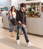 Himesh Reshammiya snapped at airport on 8th Jun2 2015 (7)_5576b1c63114c.JPG