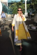 Shabana Azmi snapped at airport  on 10th June 2015 (70)_55795bce53ee6.JPG