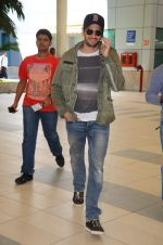 Sidharth Malhotra snapped in Mumbai Airport on 10th June 2015