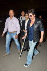 Shahrukh Khan new look as he leaves for Bulgaria post surgery on 11th June 2015 (21)_557ae8aabdc10.JPG