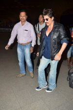 Shahrukh Khan new look as he leaves for Bulgaria post surgery on 11th June 2015 (22)_557ae8ac06449.JPG