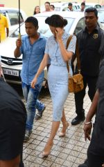 Kangana Ranaut snapped at Pvr as she leaves her vanity van on 14th June 2015