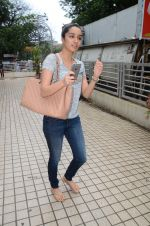 Shraddha Kapoor snapped with cousin Priyank on 14th June 2015 (20)_557d81404bff5.JPG