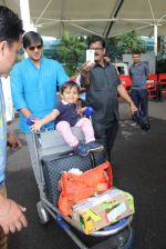 Vivek Oberoi snapped with kids and wife at the airport on 13th June 2015