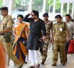 Babul Supriyo getting VIP treatment at the airport as he has turned politician in Mumbai on 16th June 2015 (4)_5580291f9c048.JPG