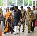 Babul Supriyo getting VIP treatment at the airport as he has turned politician in Mumbai on 16th June 2015 (5)_5580292164c51.JPG