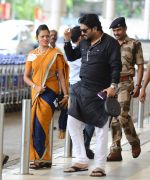 Babul Supriyo getting VIP treatment at the airport as he has turned politician in Mumbai on 16th June 2015 (6)_55802923029ad.JPG