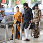 Babul Supriyo getting VIP treatment at the airport as he has turned politician in Mumbai on 16th June 2015 (8)_558029262ad90.JPG