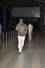 Madhavan snapped at the airport in Mumbai on 15th June 2015 (5)_557faccae9f08.JPG