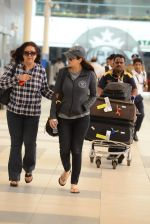 Preity Zinta snapped with mom in Mumbai on 16th June 2015 (15)_5580290aede1a.JPG