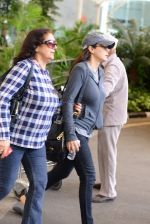 Preity Zinta snapped with mom in Mumbai on 16th June 2015