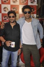 Arshad Warsi, Amit Sadh at Guddu Rangeela radio promotions in Mumbai on 16th June 2015 (33)_558123c81afa8.JPG