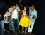 Varun Dhawan and Shraddha Kapoor in Gurgaon for ABCD2 on 16th June 2015 (3)_5581178b76e27.JPG