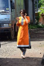 Juhi Chawla snapped on the sets of her new movie on 17th June 2015 (3)_55826327044d2.JPG