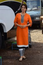 Juhi Chawla snapped on the sets of her new movie on 17th June 2015 (6)_55826329f0394.JPG