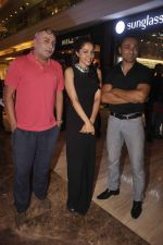 Lekha Washington and Rahul Bose at art installtion launch in Palladium, Mumbai on 18th June 2015 (11)_5583c98658c09.JPG