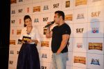 Salman Khan, Mini Mathur at Bajrangi Bhaijaan trailor launch in Mumbai on 18th June 2015 (117)_5583d29420026.JPG