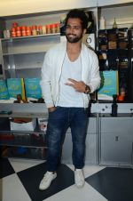 Rithvik Dhanjani at Zapato launch in Prabhadevi on 20th June 2015 (4)_5586ece415bc7.JPG