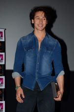 Tiger Shroff at Whistling Woods on World Yoga Day on 21st June 2015 (27)_5586e9985b7f8.JPG