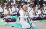 Narendra Modi doing Yoga at International Yoga Day on 21st June 2015 (10)_5587d5c40648d.jpg