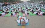 Narendra Modi doing Yoga at International Yoga Day on 21st June 2015 (16)_5587d5b8528fc.jpg