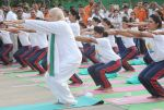 Narendra Modi doing Yoga at International Yoga Day on 21st June 2015 (17)_5587d5bb5cdd9.jpg