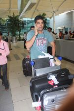 Murli Sharma snapped at domestic airport in Mumbai on 22nd June 2015 (15)_5588f3b80b51b.JPG
