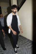 Shahid Kapoor stormed by photographers and channels at pvr on 24th June 2015