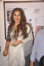 Vidya Balan at Charlie Chaplin Exhibition in Mumbai on 25th June 2015 (14)_558cf9e2032d8.JPG
