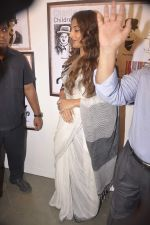 Vidya Balan at Charlie Chaplin Exhibition in Mumbai on 25th June 2015 (25)_558d05e1ad7e1.JPG
