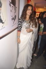 Vidya Balan at Charlie Chaplin Exhibition in Mumbai on 25th June 2015 (28)_558d05e3dc525.JPG
