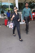 Asin Thottumkal snapped at airport in Mumbai on 26th June 2015 (19)_558e7063d34d6.JPG