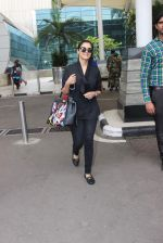 Asin Thottumkal snapped at airport in Mumbai on 26th June 2015 (26)_558e706a96a04.JPG
