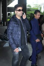 Karan Johar snapped at airport in Mumbai on 26th June 2015 (7)_558e708470fd0.JPG