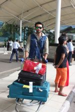Nandish Sandhu snapped at airport in Mumbai on 26th June 2015 (22)_558e7098d40e3.JPG