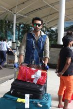 Nandish Sandhu snapped at airport in Mumbai on 26th June 2015 (24)_558e709b3cf89.JPG