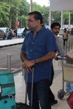 Paresh Rawal snapped at airport in Mumbai on 26th June 2015 (11)_558e70ca4d81f.JPG